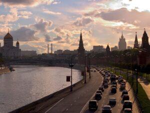 Москва, Кремлёвская набережная. Фото Дмитрия Азорцева