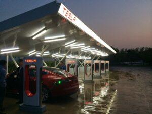 Первая зарядная станция Tesla в Китае. Фото Tesla Motors