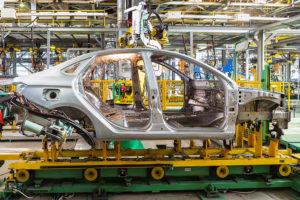 Российский автопром сокращает производство, готовясь к кризису