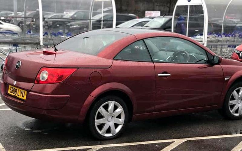 Автовладелец из Манчестера попытался выдать Renault за Mercedes-Benz