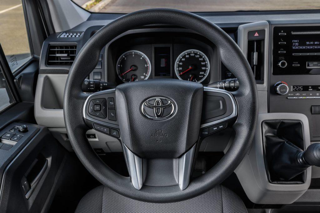 Тойота представляет в Российской Федерации обновленный тип Hiace— специалист
