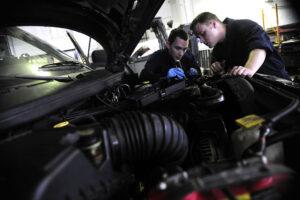 Автоэксперт назвал три признака скорой поломки двигателя машины