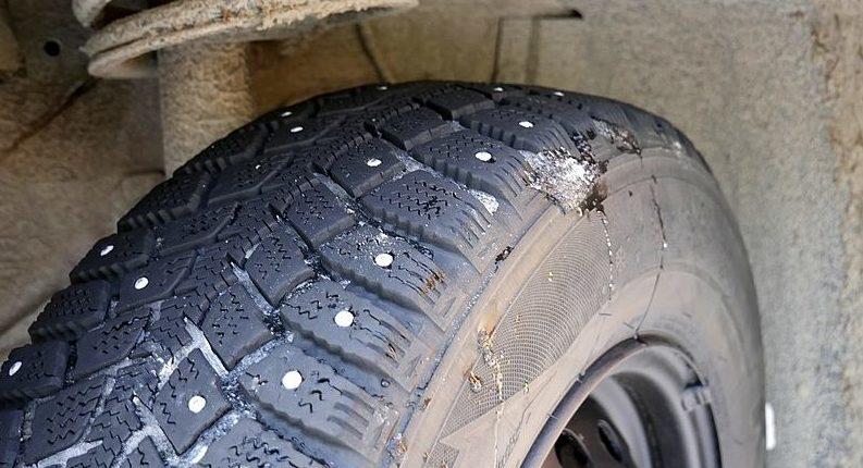 Зимние шипованные шины. Фото Santeri Viinamäki