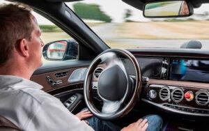 Водитель. Фото Daimler AG