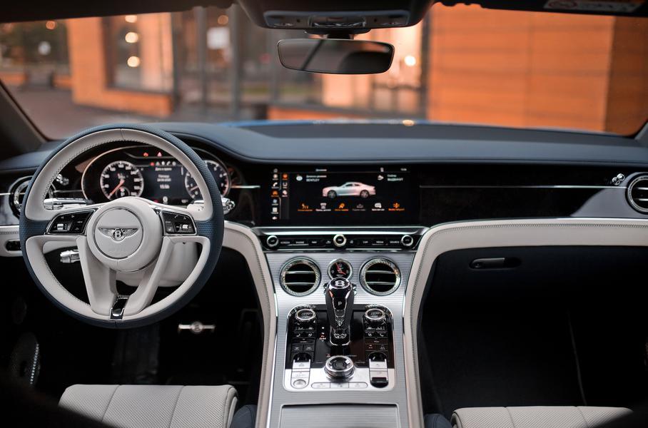 Интерьер Bentley Continental GT V8. Фото Bentley