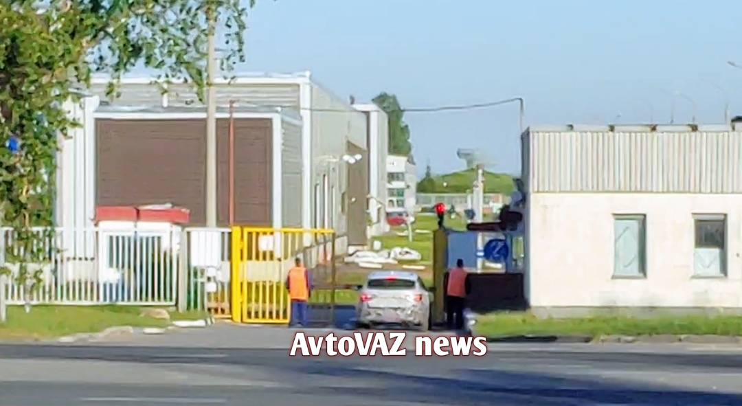 Закамуфлированный универсал LADA Vesta. Фото AvtoVAZ News