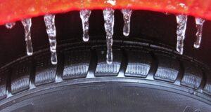 Зимние шины. Фото pxhere.com